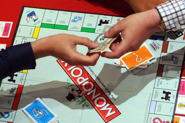 People+playing+Monopoly