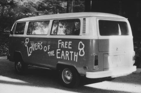 hipies love free earth